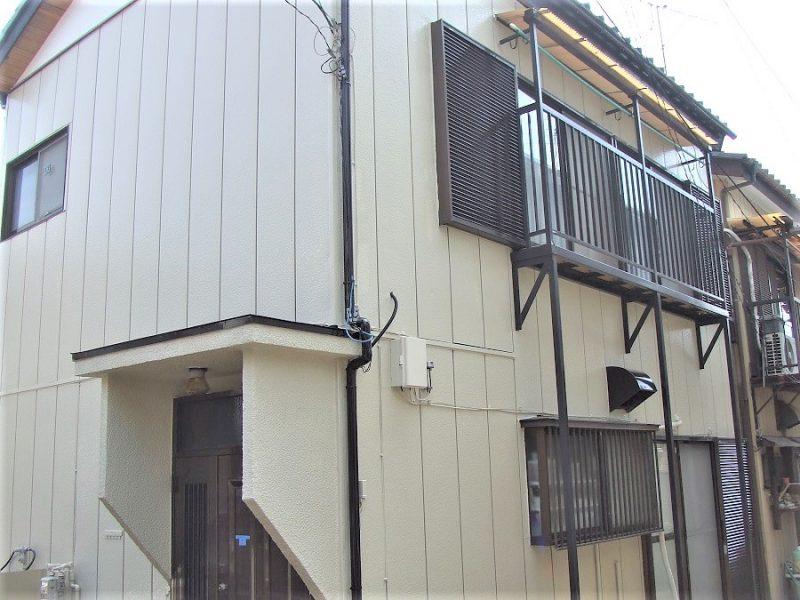 ベランダも綺麗に塗装された一軒家(外壁塗装後)